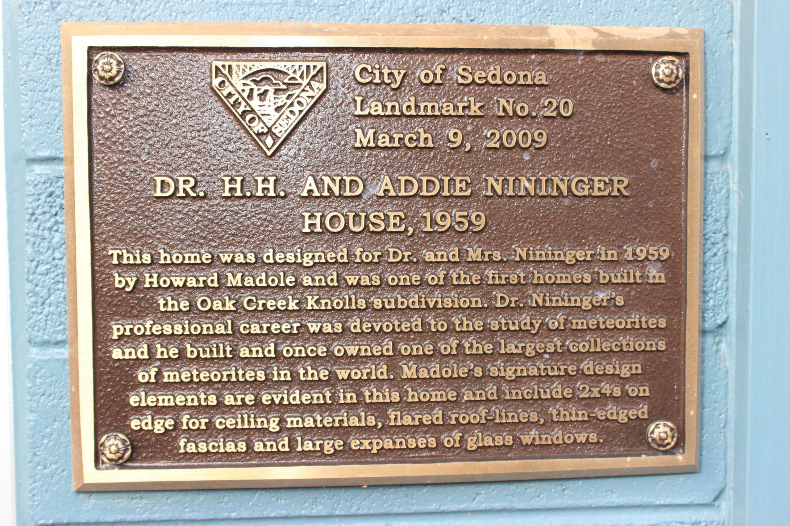 Placa de homenagem na antiga casa de Nininger.