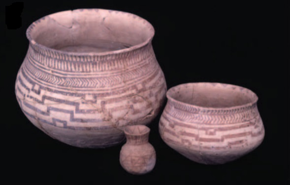 Cerâmica de barro pintada com óxido de ferro do período compreendido entre o 6º e 5º milênio a.C. (Heimann & Maggetti, 2019)